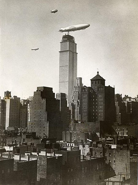 File:Zeppelin bij Empire State Building in aanbouw - Zeppelin near the Empire State Building under construction (6943970242).jpg