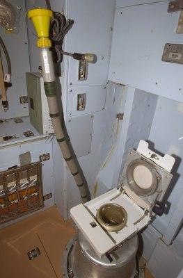 Zvezda toilet