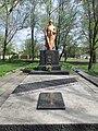 Братська могила радянських воїнів Південного фронту і військовополонених.jpg
