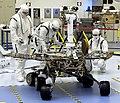 Плановая проверка марсохода Спирит перед запуском.jpg