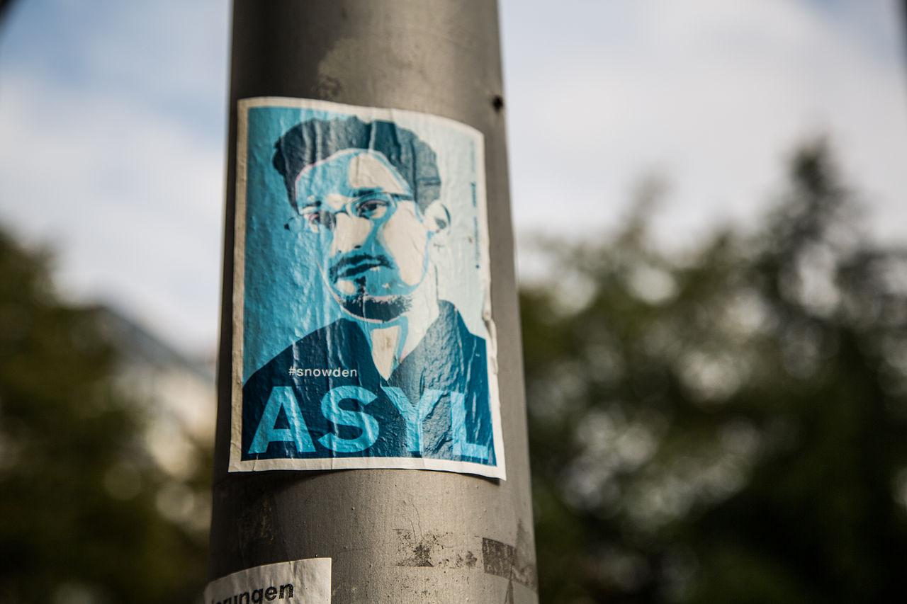-Snowden ASYL (15186216900).jpg