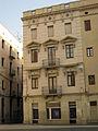 142 Edifici a la plaça Josep Pla, cantonada c. Forn Nou.jpg