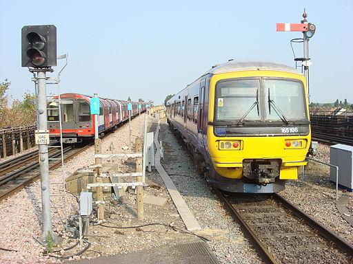 165106 at Greenford station 2