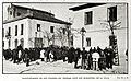 1907-02-09, Blanco y Negro, Manifestación de los obreros sin trabajo ante los almacenes de la villa.jpg