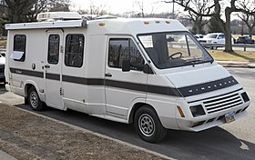 1988 Winnebago LeSharo 2.2 gasoline, front right.jpg