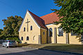 20150829 Braunau am Inn, Kath. Pfarrkirche Maria Königin des Friedens und Pfarrzentrum 1545.jpg