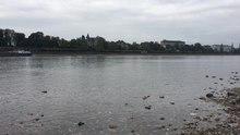 Datei:2018-10-26 Bonn Niedrigwasser Rhein Aufnahme im Flussbett.webm