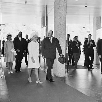 Henie Onstad Kunstsenter - The opening of the Henie Onstad Kunstsenter. Sonja Henie and King Olav V of Norway to the front, Crown Princess Sonja and Niels Onstad in the back