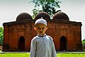 A little boy in front of the mosque 01.jpg