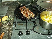 Agnello spiedini: cottura casalinga alla piastra