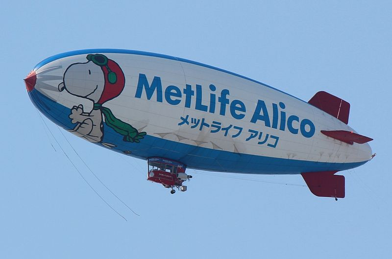 Tiedosto:Airships with advertisement of MetLife Alico.jpg