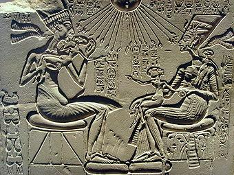 Akhenaten, Nefertiti and their children