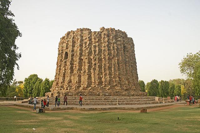 Ala'i Minar (4) and the Ala'i Darwaza (5)