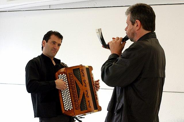 Joxan Goikoetxea & Alan Griffin. Photo by: Ander Gillenea, uploaded by Aztarna via Wikimedia Commons