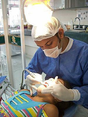 Dental assistant - Dental assistant.