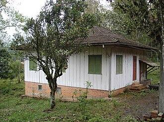 Alexander Lenard - Alexander Lenard's home in Dona Irma.