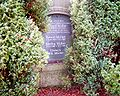Alter-Grabstein-Friedhof-Bl.jpg
