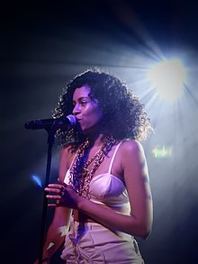Description de l'image AlunaGeorge in Scala, London.jpg.