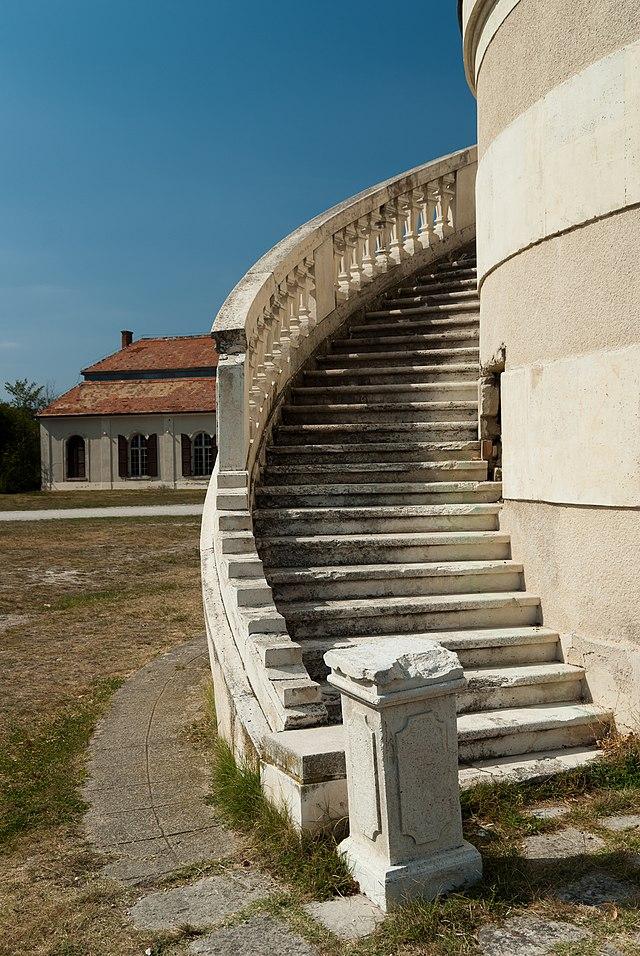 Amade-Bajzáth-Pappenheim-Károlyi-kastély (3658. számú mûemlék) 4.jpg