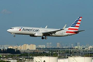 American Airlines Boeing 737-800 N930NN (15637455769).jpg