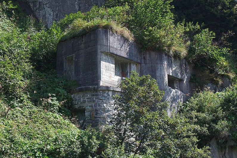 Andermatt - Bunker Altkirch (9675758897).jpg