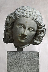 Tête féminine : Vierge