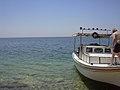 Assad Stausee, Bootsfahrt zum Badeplatz (38706789201).jpg