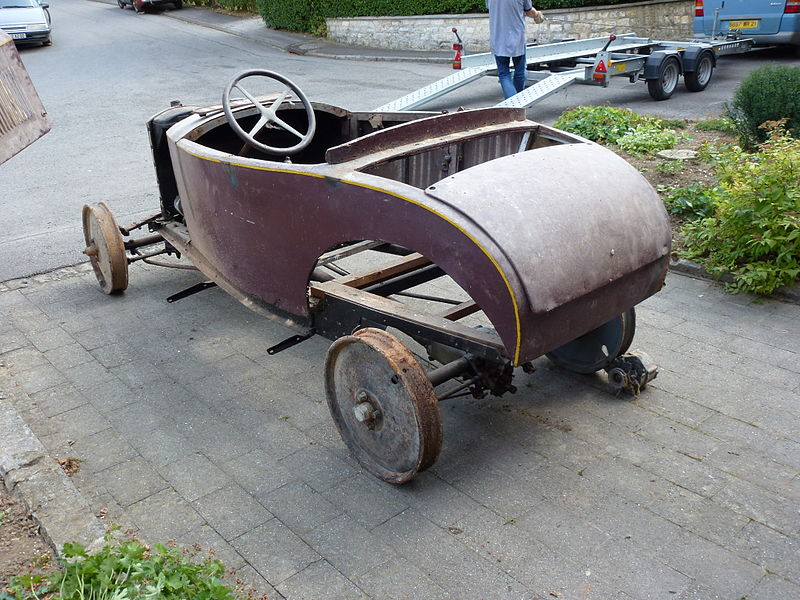 Aubenton (Aisne) ancienne Peugeot 01