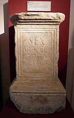Autel votif dédié au dieu Six Arbres (Ra 196)