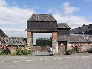 Bancigny - Entrance to a Farmhouse with a dovecote