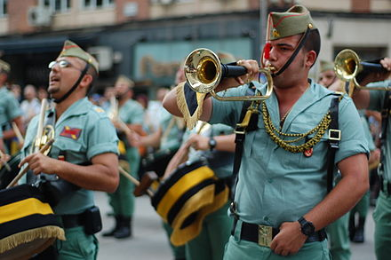 Plain bugles are traditionally used in the bugle bands of the Spanish Legion. Banda militar corneta.jpg
