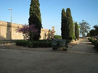 Montjuïc Castle - Image: Barcelona panoramio (135)