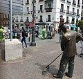 Barrendero madrileño - Madrid street sweeper.jpg