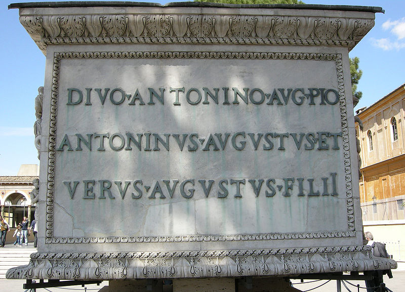 Archivo: Base della Colonna Antonina, iscrizione.JPG