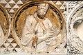 Bassorilievo di Tino di Camaino dettaglio 2.jpg