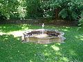 Bayreuth Regierung von Oberfranken, Garten im Innenhof, Springbrunnen, 22.05.07.jpg