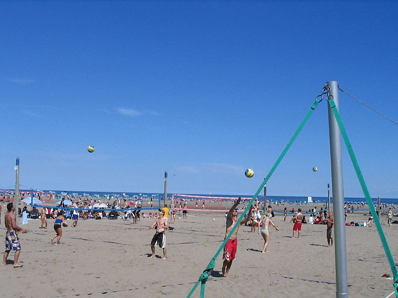 File:Beach volleyball at Ashbridges Bay (1).jpg