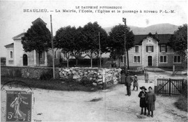 The town hall, school, and church of Beaulieu, in 1911