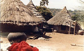 Bedik Houses and large clay pots, Iwol, Southeast Sénégal (West Africa) (431681034).jpg