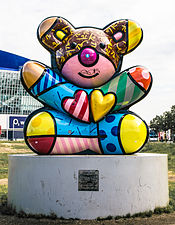 Best Buddies Friendship Bear von Romeo Britto Front by Denis-Apel.jpg