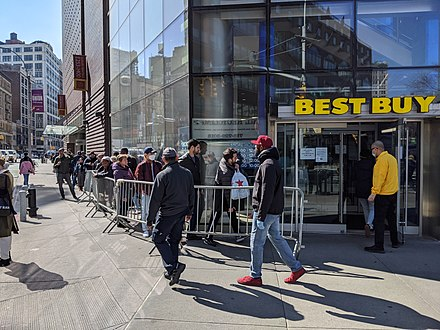 Best Buy was only letting a limited number of people into their Union Square store in New York City, 18 March 2020 Best Buy Line I (49674924422).jpg