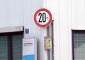 Bild 21 - Verbot der Überschreitung bestimmter Fahrgeschwindigkeiten, StVO 1956.png