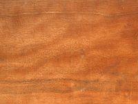 väldoftande träslag korsord