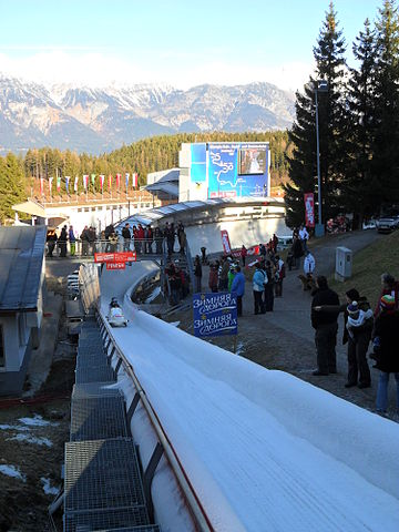 https://upload.wikimedia.org/wikipedia/commons/thumb/4/47/Bobsleigh_World_Cup_Igls_2011.jpg/360px-Bobsleigh_World_Cup_Igls_2011.jpg