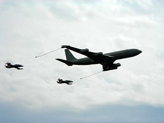 Boeing C-137 Stratoliner - An Italian Air Force Boeing 707T/T refuels two MB-339 in a demonstration