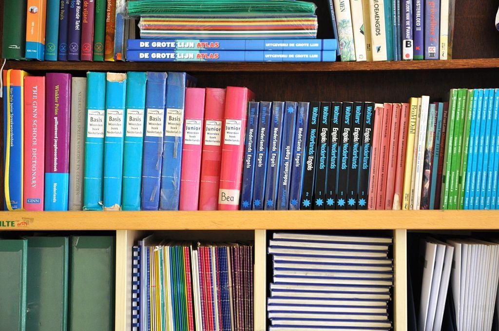 File:Boekenkast Woordenboeken.JPG - Wikimedia Commons