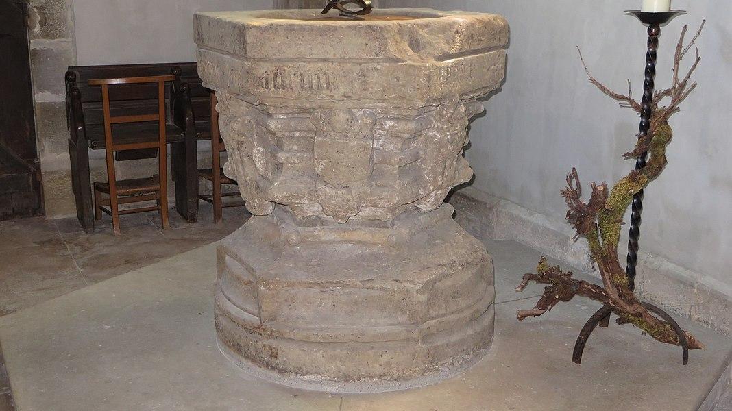 Bourbonne-les-Bains (Haute-Marne, France), église Notre-Dame de l'Assomption, fonts baptismaux.