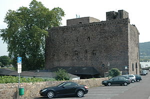 Brömserburg - The Brömserburg from the north. Above left: the base of the bergfried