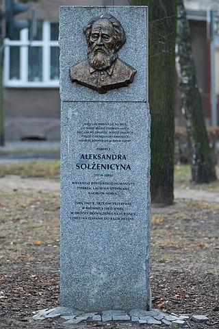 В польской Броднице установлен памятный знак с надписью о том, что зимой 1945 года Солженицын находился здесь три дня в качестве заключённого, ожидая отправки в Москву на Лубянку
