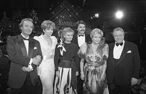 René Kollo - René Kollo at a ZNS – Hannelore Kohl Stiftung benefit. From left to right are Kollo, journalist Carolin Reiber, Hannelore Kohl, tenor Peter Seiffert, soprano Lucia Popp, and actor Günter Strack.